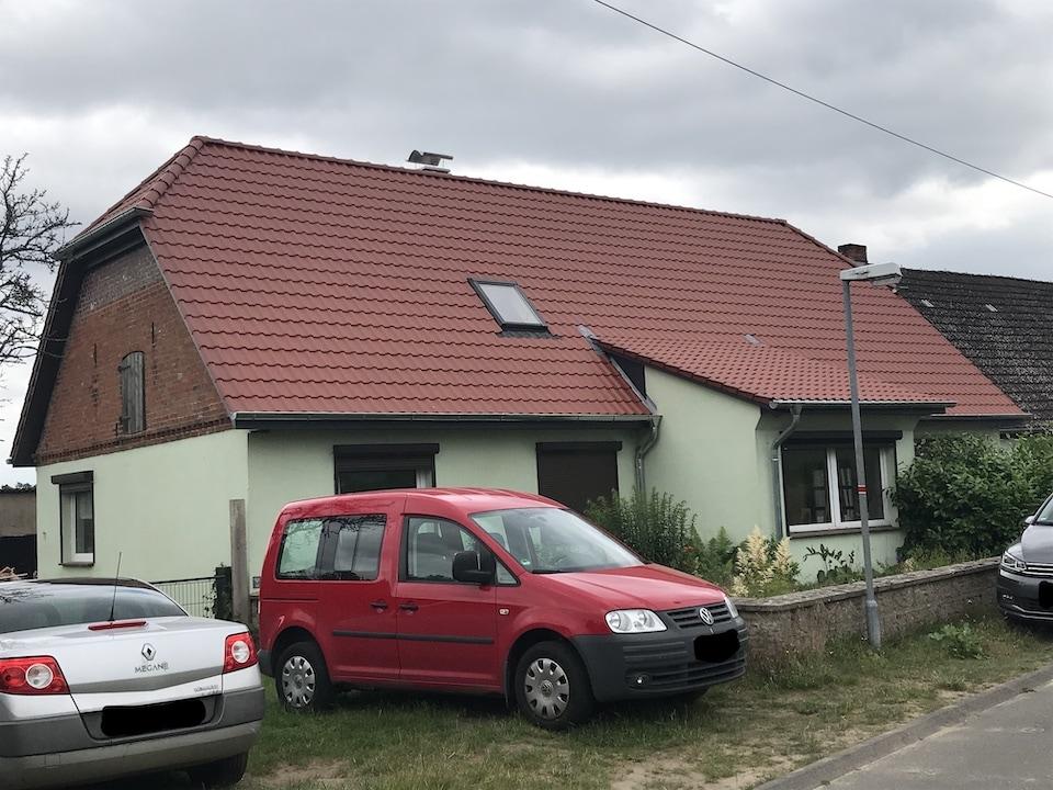 dackeindeckung eines wohnhauses mit steildach
